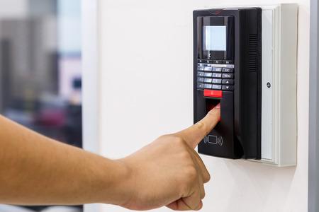 controle d acces - electricien-electricite generale-reseaux informatiques-controle d'acces-systemes d'alarme-installations electriques-entreprise d'electricite